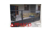 pagar minimalis dari pipa dengan atasnya ada pengaman dari maling