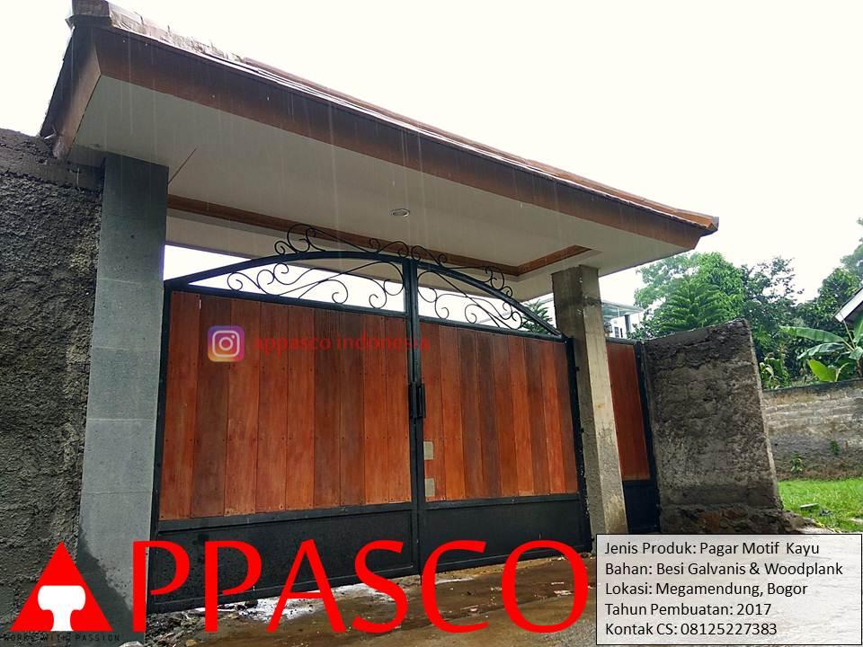 Pagar Motif Kayu Woodplank di Megamendung Bogor