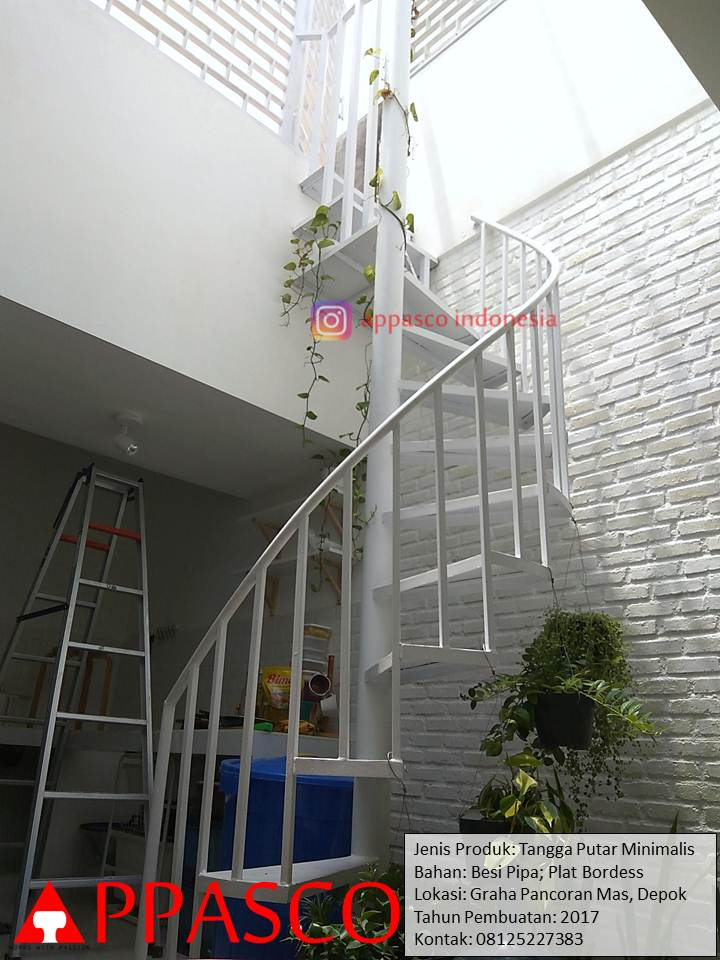 Tangga Putar Minimalis Untuk Desain Halaman Belakang Rumah di Pancoran Mas Depok