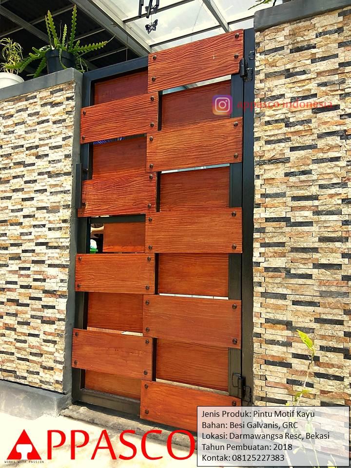 Pintu Gerbang Pagar Rumah Unik dari Besi dan Motif Kayu di Darmawangsa Bekasi