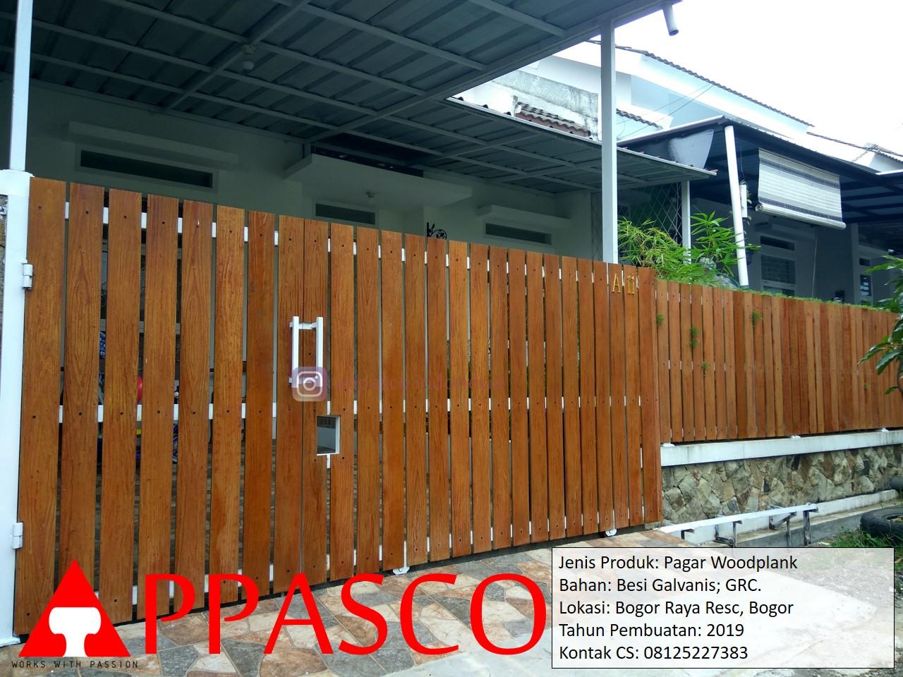 Pagar Woodplank Motif Kayu di Bogor Raya Residence