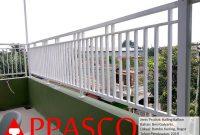 Railing Balkon Minimalis di Bambu Kuning