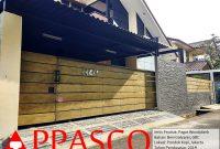 Pagar Woodplank Minimalis Motif Kayu di Pondok Kopi
